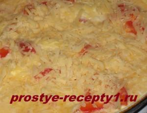 посыпаем фриттату тертым сыром