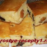Творожный пирог с манкой и черносливом