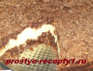 Пирог с творожной начинкой желательно извлекать из формы уже остывшим