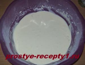 Ингредиенты для творожной начинки смешиваем миксером