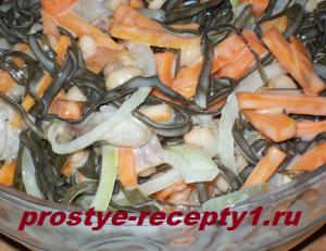 Вкусный салат из морской капусты с морковью