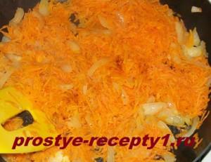 Обжариваем лук и морковь в сливочном масле