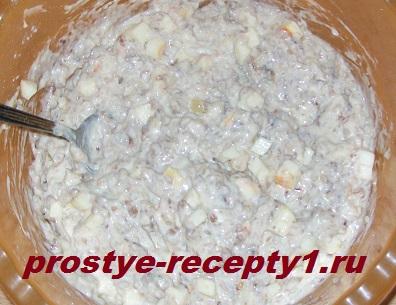 Добавляем в тесто гречневую кашу и яблоко