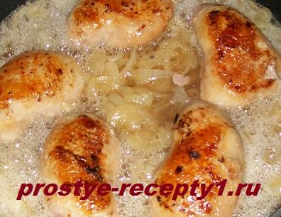 Тушим в пиве курицу с луком