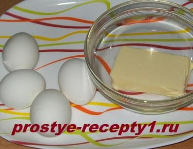 Яйца варим вкрутую, сливочное масло размягчаем