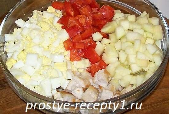 Salat-s-bolgarskim-percem-i-kuricey2