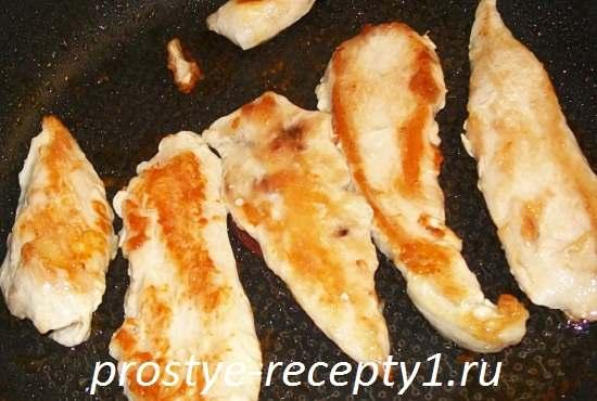 Salat-s-bolgarskim-percem-i-kuricey3