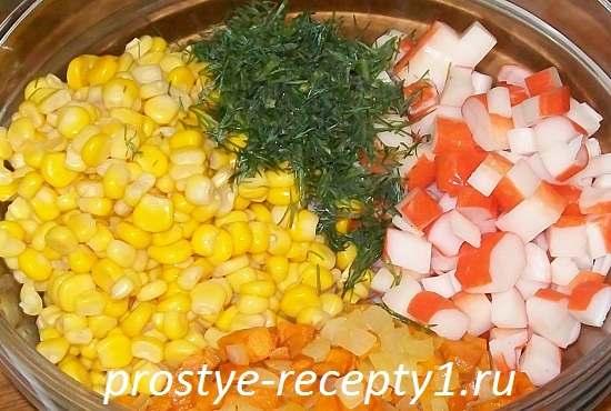 Salat-s-krabovymi-palochkami-i-morkovu3